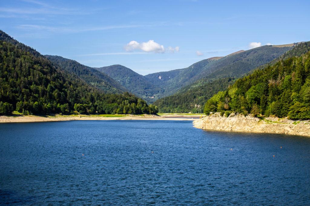 Le Camping du Schlossberg was located next to the Lake Kruth-Wildenstein, 6km around.